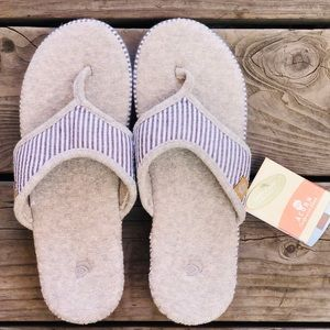 ✨NEVER WORN✨ Acorn Spa Slippers Size 9